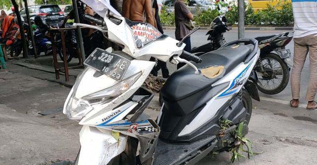 Kecelakaan tunggal, pelajar tabrak pohon, Surabaya