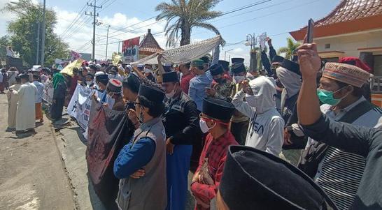 Dukung KPK, Kasus Korupsi, Santri di Probolinggo, Santri demo