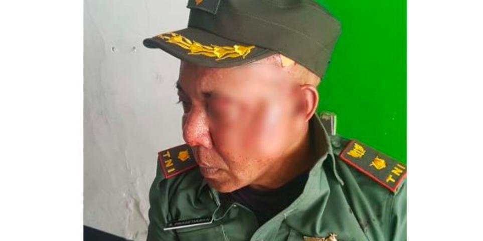 tentara gadungan, batu, TNI dihajar warga