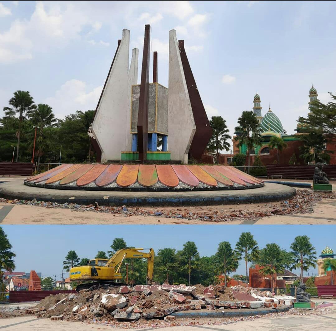 Tugu Bersejarah Kaca Pengilon Alun Alun Kota Mojokerto
