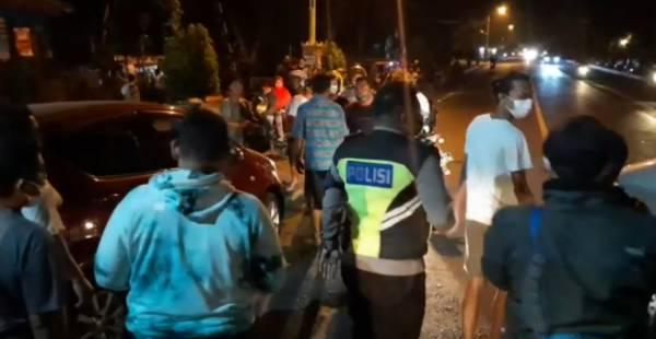 kecelakaan, pria mojosari tewas, pria dihantam minibus
