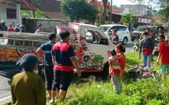 Tertabrak Pickup, Siti Badriyah,  Patah Tulang