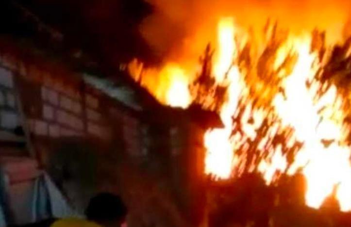 Dua Rumah terbakar, Tuban,
