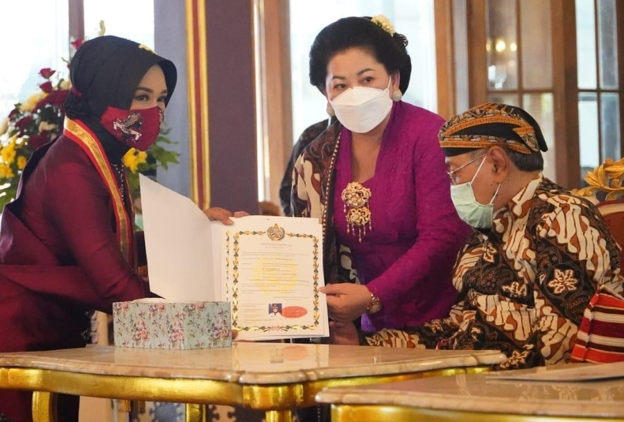 Sentana Dalem, Karaton Kasunanan Surakarta Hadiningrat, Wali Kota Mojokerto, Gelar Bangsawan